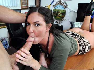 Amateur brunette Brittany Shae impresses porn agent with a blowjob