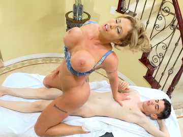 Round ass of blonde MILF Eva Notty bounces on dick in hardcore massage case